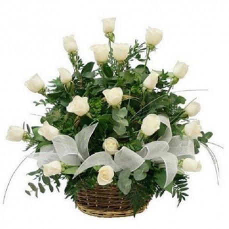 Cesta de 18 rosas blancas